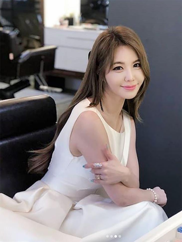 テレビスポンサー<br><br> <b>Instagram</b> <br> Kang Yeon Bin <br><br> MBD81O2D002